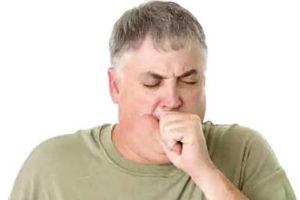 У мужчины сердечный кашель