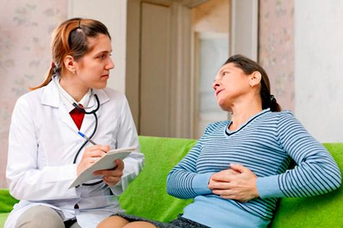 Осмотр врачом больной