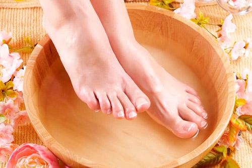Прогревание ног в теплой воде