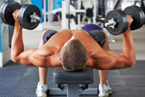 Силовые занятия у спортсменов