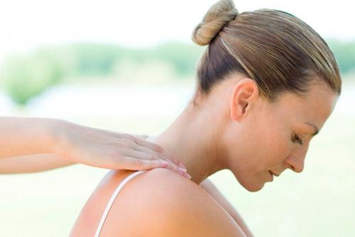 Проведение массажа шеи