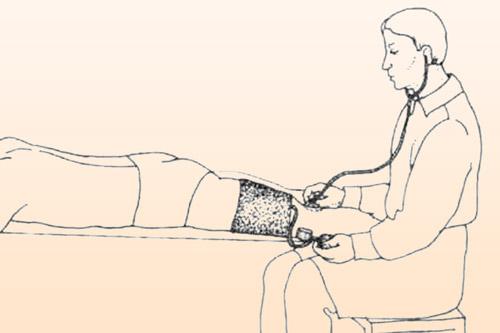 Измерение давления на бедренной артерии