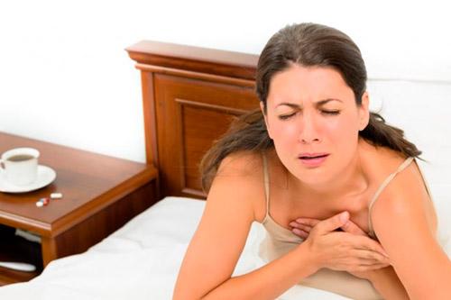 Болит в области груди