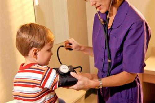 Измерение АД ребенку