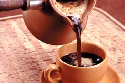 От натурального кофе болит