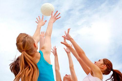 Занятие волейболом