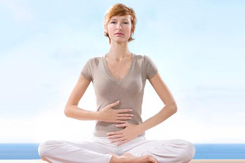 Упражнения при аритмии: дыхательная система и растягивания