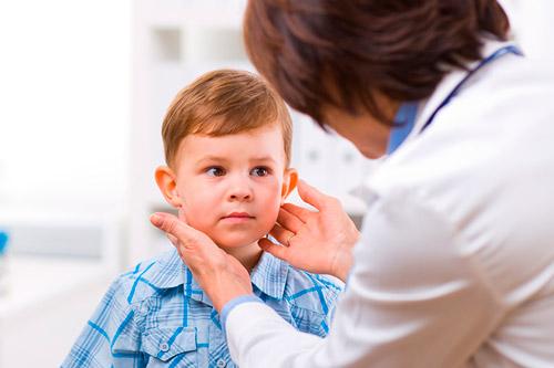 Ребенок на приеме у врача-эндокринолога