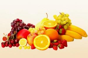 Очень полезно употреблять свежие фрукты, ягоды