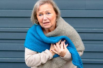 Женщина с ишемической болезнью