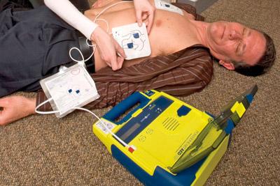 Дефибриллятор для экстренных случаев