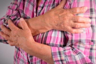 Болит в области левого плеча