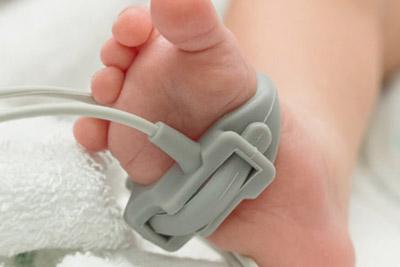 Измерение пульс новорожденному